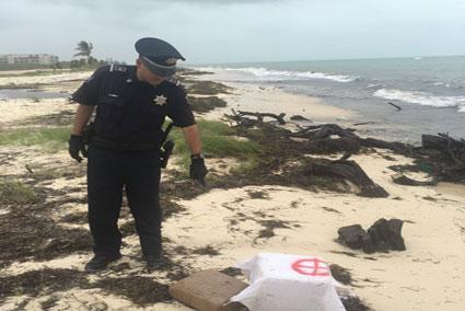 Incautan 36 kilos de marihuana en dos recalones en playas de la Riviera Maya