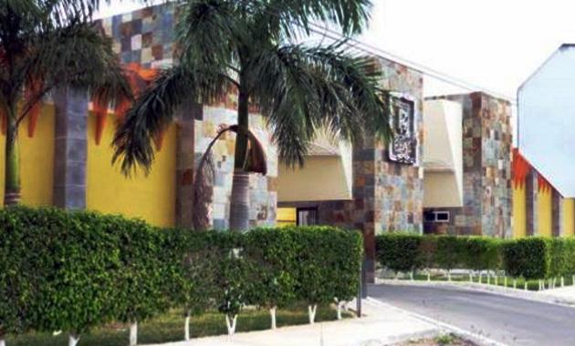 Fallece abogado en motel del periférico de Mérida cuando estaba acompañado de su asistente