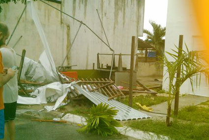 Turbonada tira ramas de árboles y deja sin electricidad a varios sectores de Chetumal