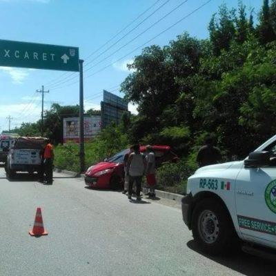 APARATOSO ACCIDENTE EN PLAYA: Chocan auto de ciudadano alemán en Xcalacoco y lo abandonan prensado