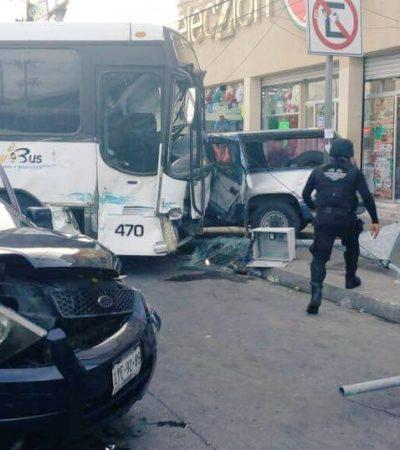 APARATOSO ACCIDENTE EN EL CRUCERO: Por no respetar el semáforo, dos camiones chocan con saldo de 8 heridos