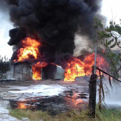 EXPLOSIÓN EN TABASCO: Estallido en Loma de Caballo en presunta bodega ilegal de combustibles