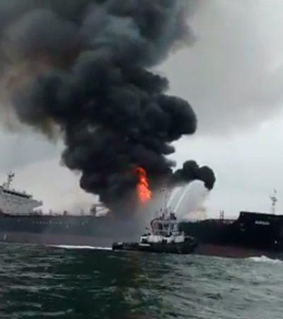 Explosión e incendio en un barco de carga frente a Boca del Río en Veracruz