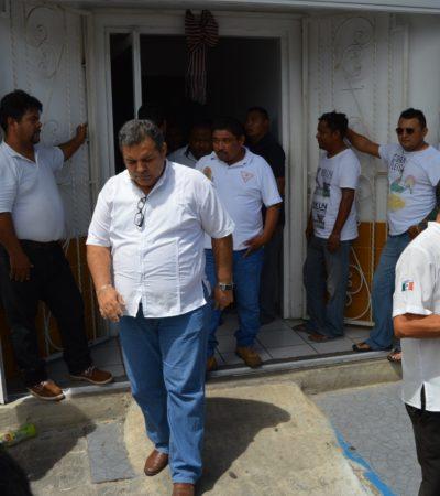 ECHAN AL 'CATRÍN' DEL SUCHAA: Socios y choferes toman oficinas del sindicato de taxistas y expulsan a directiva en Chetumal