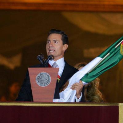 Con acarreados y un fuerte dispositivo de seguridad, Peña Nieto da el Grito en el Zócalo