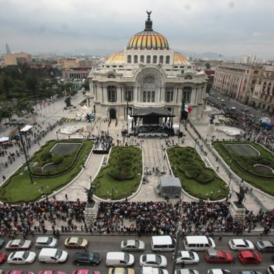 'AMOR ETERNO' A JUAN GABRIEL EN BELLAS ARTES: Con sus canciones, el pueblo rinde homenaje al cantautor en la Ciudad de México