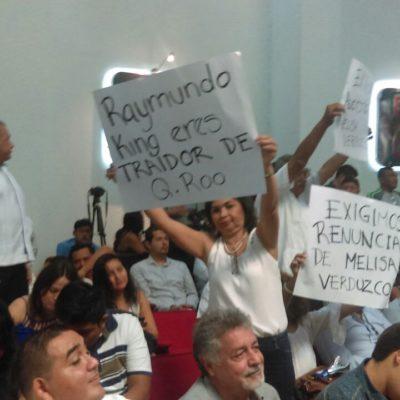 REPUDIAN A 'RAY' EN EL CONGRESO: Protestas contra el instrumento de Borge y Félix previo a la instalación de la nueva Legislatura de Quintana Roo