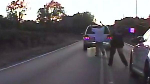 EJECUCIÓN EN OKLAHOMA: Mujer policía blanca mata a hombre negro desarmado al que se le descompuso su auto