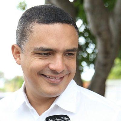 Descarta Raymundo King renunciar ante críticas y abucheos