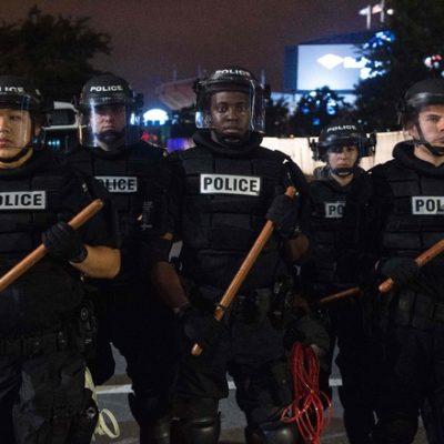 """""""NO TIENE ARMA, NO LE DISPAREN"""": Difunden video de afroestadunidense baleado por policías en Charlotte"""