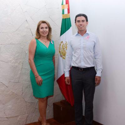 Presenta Remberto Estrada a su madre como nueva presidenta del DIF en Benito Juárez