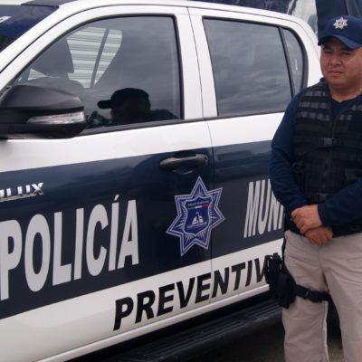 Policía honesto encuentra cartera con dinero y la devuelve a su dueño en Puerto Morelos