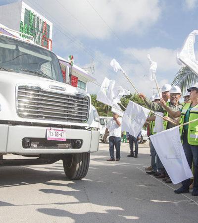 Da Laura banderazo a nuevos camiones de basura para atender a Puerto Morelos, Leona Vicario y Central Vallarta