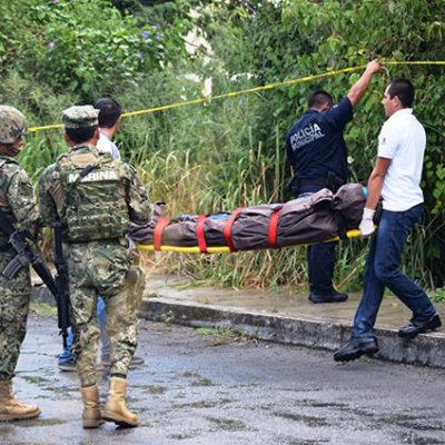Hallan cadáver de presunto indigente en predio baldío en Cozumel