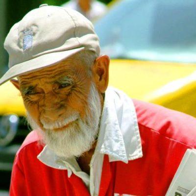 PIERDE PLAYA A SU 'ABUELITO': A los 89 años, fallece don Damián Pérez Calderón, repartidor de periódicos y entrañable personaje