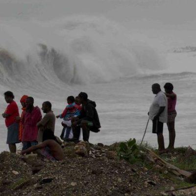 'MATTHEW' TOCA TIERRA EN HAITI: Poderoso huracán causa inundaciones y seguirá hacia Cuba, las Bahamas y EU