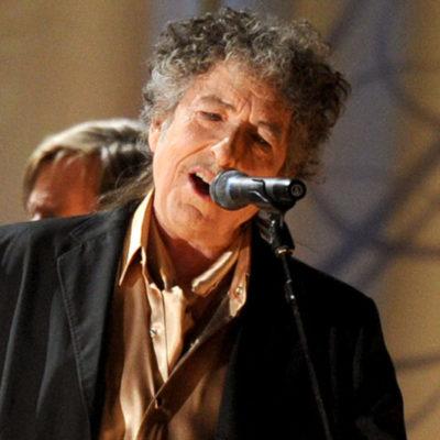 """""""EL PREMIO NOBEL ME DEJÓ SIN PALABRAS"""": Finalmente, Bob Dylan acepta el máximo galardón de la literatura de la Academia Sueca"""