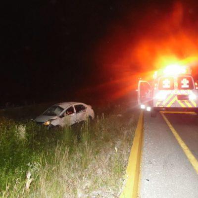 APARATOSO ACCIDENTE EN LA CARRETERA: Conductor choca contra poste y termina aplastado por su propio vehículo por Punta Maroma