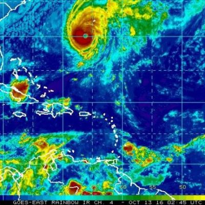 LARGA NOCHE EN LAS BERMUDAS: Huracán 'Nicole' azota a la isla del Atlántico como categoría 4
