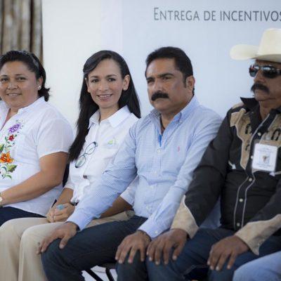 Entrega Sagarpa apoyos a mujeres de Leona Vicario