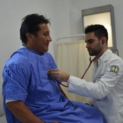 Fotografía de médico 'carita' de la Sesa se vuelve viral y provoca legiones de mujeres hipocondriacas
