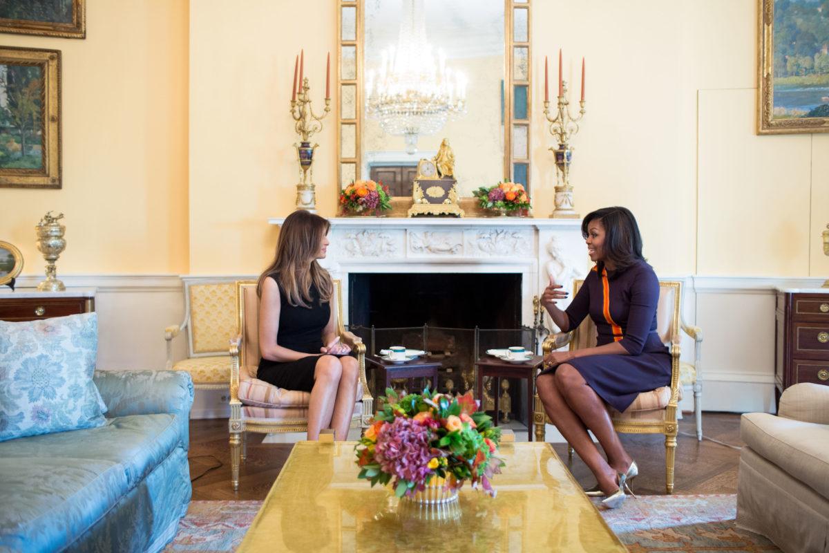 La primera dama de Estados Unidos, Michelle Obama, recibió en la Casa Blanca a Melania Trump.