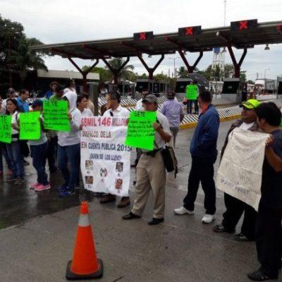EL MUNDO AL REVÉS EN VERACRUZ: Alcaldes toman casetas de cobro para exigir entrega de recursos federales