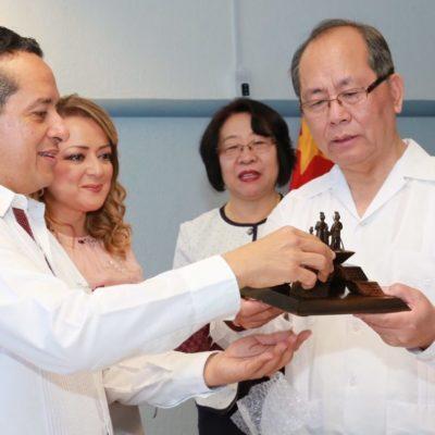 Se reúne Carlos Joaquín en Cozumel con embajador de China