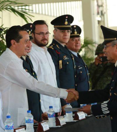 En el aniversario de la Revolución, entregan en Chetumal ascensos a 73 elementos de la Marina