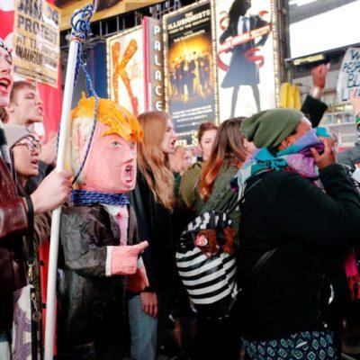 """""""NO FASCISTA USA"""": Protestan contra Trump en grandes ciudades de EU"""