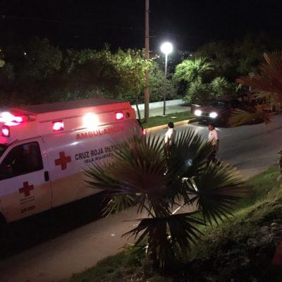 EJECUTAN A TAXISTA EN ISLA MUJERES: A balazos, matan a chofer frente al Monumento al Maestro, en plena Av. Rueda Medina