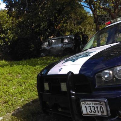 Fallece hombre al salirse camioneta de la carretera en la vía Cancún-Leona Vicario