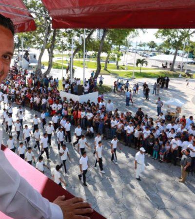 Preside Carlos Joaquín desfile y entrega el Premio Estatal del Deporte; llama a combatir la obesidad infantil