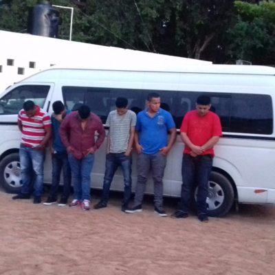 Interceptan en Tulum a un grupo de 9 indocumentados salvadoreños; detienen a dos presuntos 'polleros'