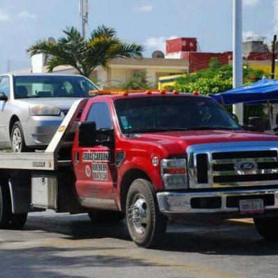 NADIE FRENA ABUSOS DE GRÚAS: El negociazo del arrastre de vehículos sigue sin regulación en Cancún