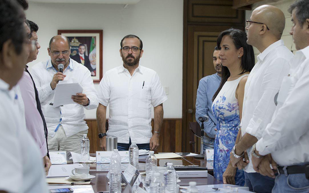 Sesión extraordinaria del Consejo Consultivo de la Comisión de Agua Potable y Alcantarillado (CAPA), con Gerardo Mora y la Alcaldesa Laura Fernández Piña.