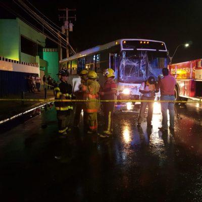 APARATOSO CHOQUE EN LA PORTILLO: Dos camiones y un taxi se impactan con saldo de 9 personas heridas en Cancún