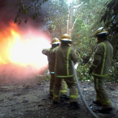 Urgen a regular quemas en asentamientos irregulares de Tulum; atienden bomberos 71 casos sólo durante el fin de semana