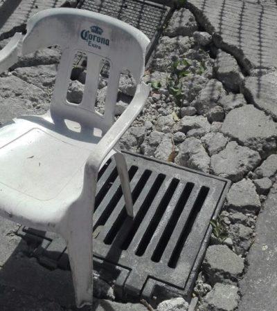 PROMOCIÓN TURÍSTICA… 'ONLY' EN CANCÚN: Mega bache casi frente al Palacio Municipal bloquea un carril de la Avenida Tulum; ya hasta silla tiene y a nadie le interesa
