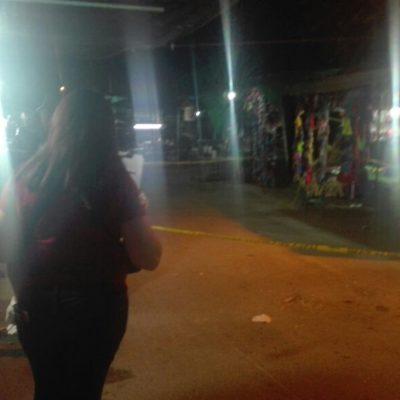 ATACAN A BALAZOS A 2 HOMBRES EN TIANGUIS EN CANCÚN: Muere uno y otro es hospitalizado con tres tiros en la 'ciudad más segura' de Remberto