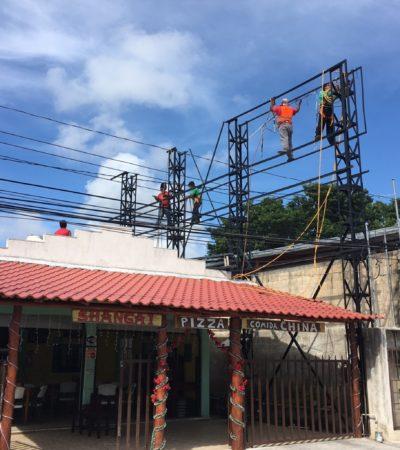 LIMPIAN IMAGEN URBANA: Retiran anuncios espectaculares en la carretera de Puerto Morelos