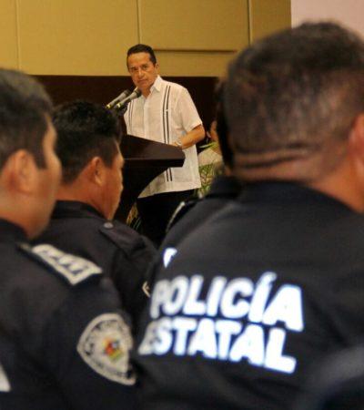 Es urgente reconstruir el vínculo entre la policía y los ciudadanos, dice el Gobernador al entregar constancias de certificación a agentes