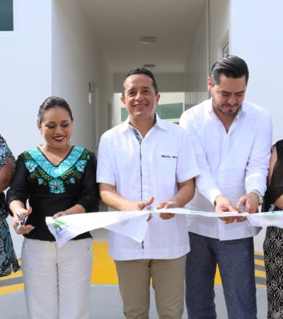 Inaugura Gobernador edificio de la Apiqroo en la Marina Cozumel y repavimentación de calles en la isla
