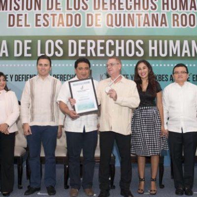 Dan Premio Estatal de Derechos Humanos al activista Roberto Guzmán