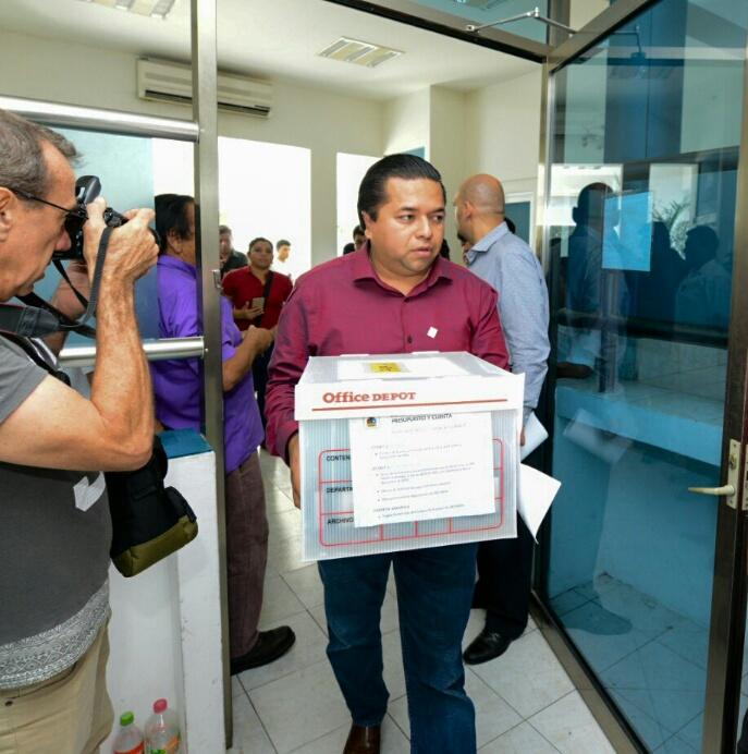 Evita Congreso al Auditor y entrega el expediente de las irregularidades de VIP Saesa a la Gestión Pública para investigación