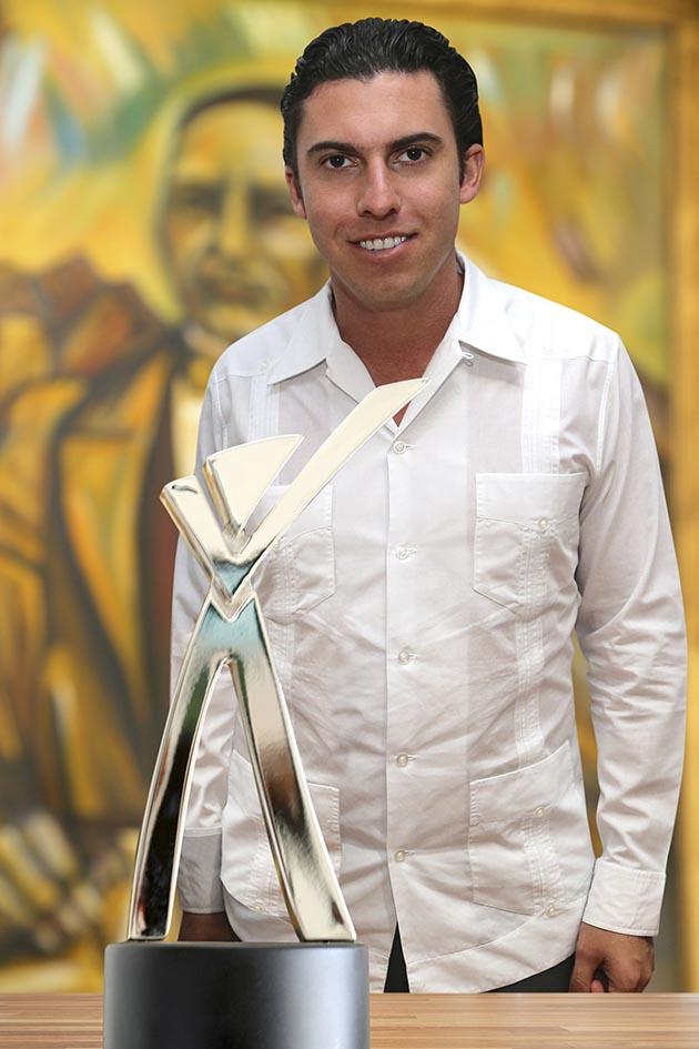 A sólo dos meses y medio de tomar posesión, dan a Remberto Estrada 'Premio Nacional al Buen Gobierno Municipal'