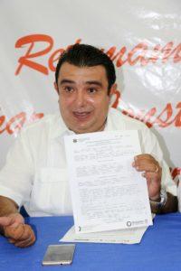 Ex regidor René Cicero, detenido por policías municipales de Cancún.