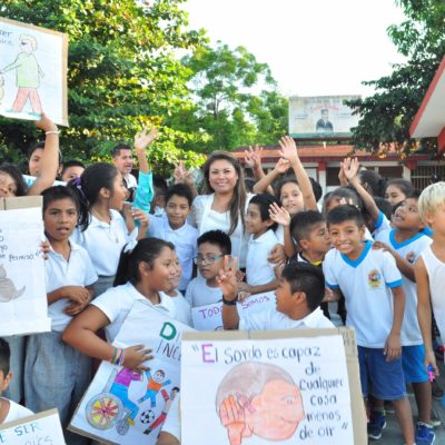 Inicia Alcaldesa entrega de becas a estudiantes en Tulum