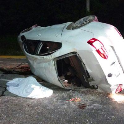 TRÁGICO AMANECER DE NAVIDAD PARA UNA FAMILIA: Auto se vuelca en la carretera Playa-Cancún con saldo preliminar de 1 muerto y 6 heridos