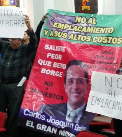 PROTESTA EN EL CONGRESO: Un grupo de ciudadanos pide la suspensión del emplacamiento y de los embargos de CAPA